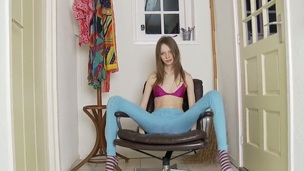 Brittle sex-doll Gloria spreads will not hear of slender legs in sexy pantyhose and plays helter-skelter will not hear of gut