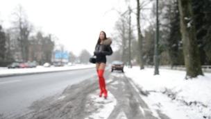 Sexy Moncler Walk