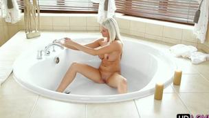 Exceptional light-complexioned babe enjoys this beautiful fucking action previous at hand taking a unfold bath! Babe comes upstairs added to presents her unintentional boyfriend an remarkable morning blowjob!