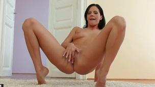 Teen Liz spends epoch masturbating